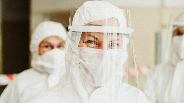 Aquí pueden denunciar los trabajadores del IMSS no haber recibido bono COVID-19 o vacuna
