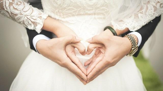 Así puedes obtener ayuda de la Afore por gastos de matrimonio