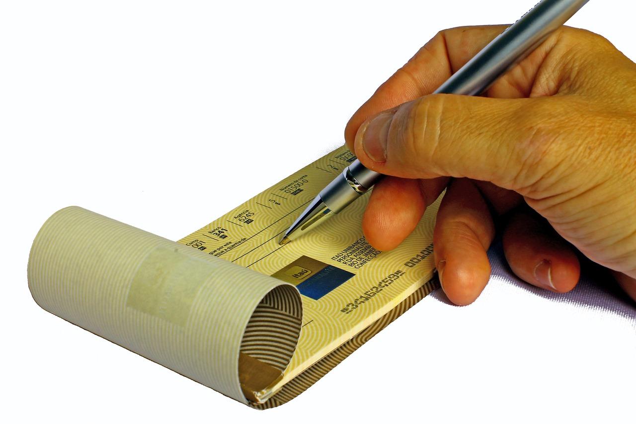 ¿Cómo puedo mejorar mis prácticas de seguridad al usar cheques?