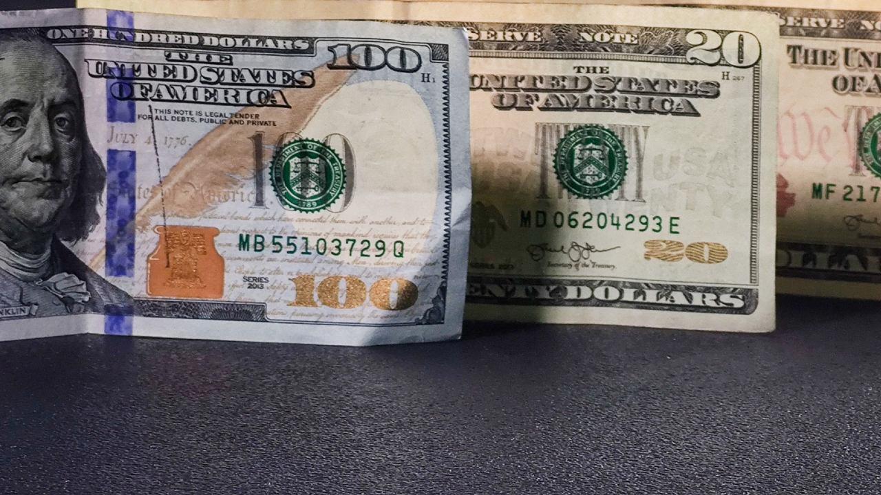 Billete de 100 dólares se vende en casi 10 mil pesos