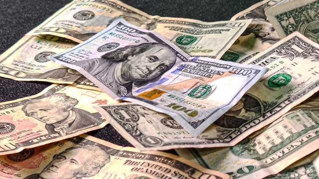 ¿Cómo es que el dólar llegó a ser la moneda más importante del mundo?