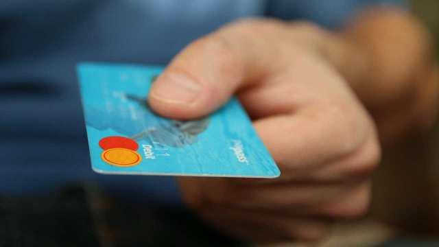 ¿Vale la pena contratar deuda para irme de vacaciones?