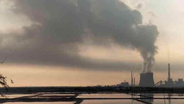 Termoeléctricas, 8 veces más costosas que energías limpias
