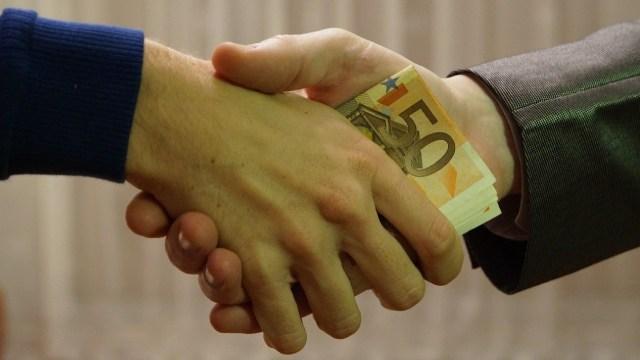 Consejos para liquidar deudas con amigos y familiares