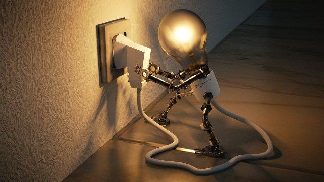 Deja de hacer esto para que el recibo de la luz no te salga tan caro