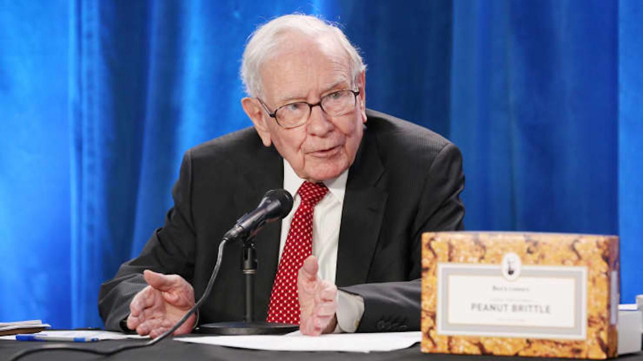 Warren Buffett criticó a la app de inversión Robinhood