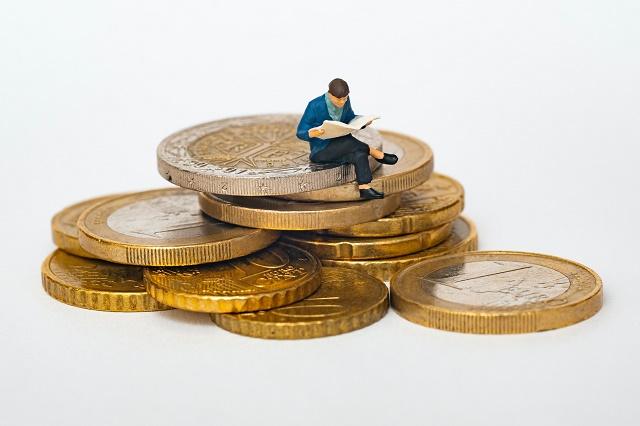 Si tienes un ingreso de 20 mil pesos mensuales, 10 mil de ellos deben ir al pago de gastos fijos