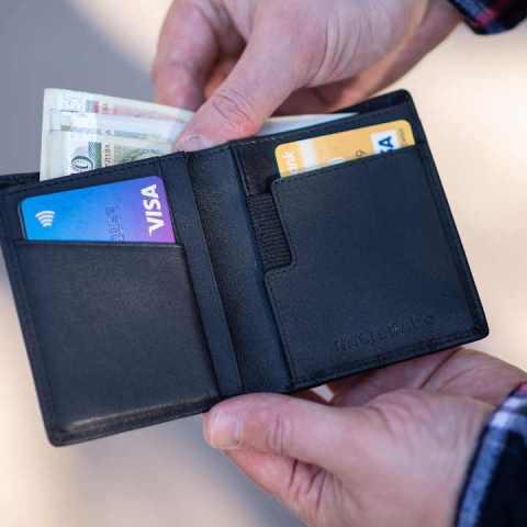 ¿Por qué los millonarios usan tarjetas de crédito?