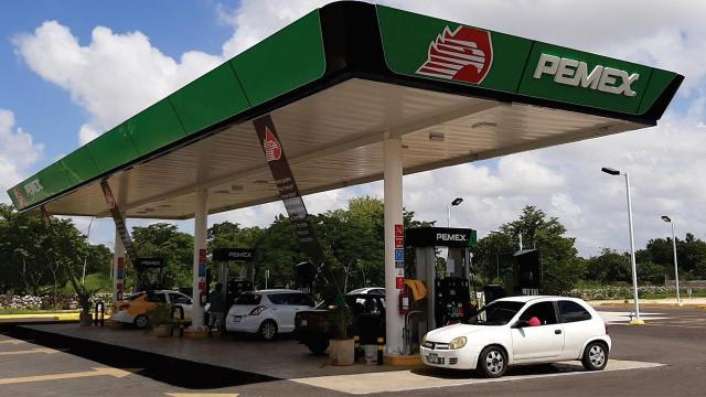 Precio de gasolina podría ir al alza por influencia del SAT y la Sener