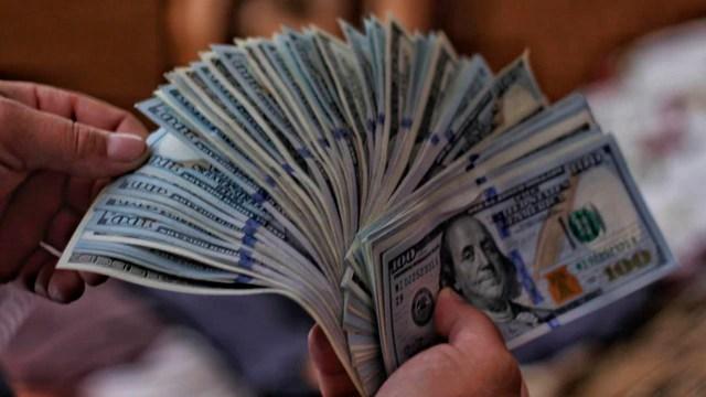 Precio del dólar tiene una baja
