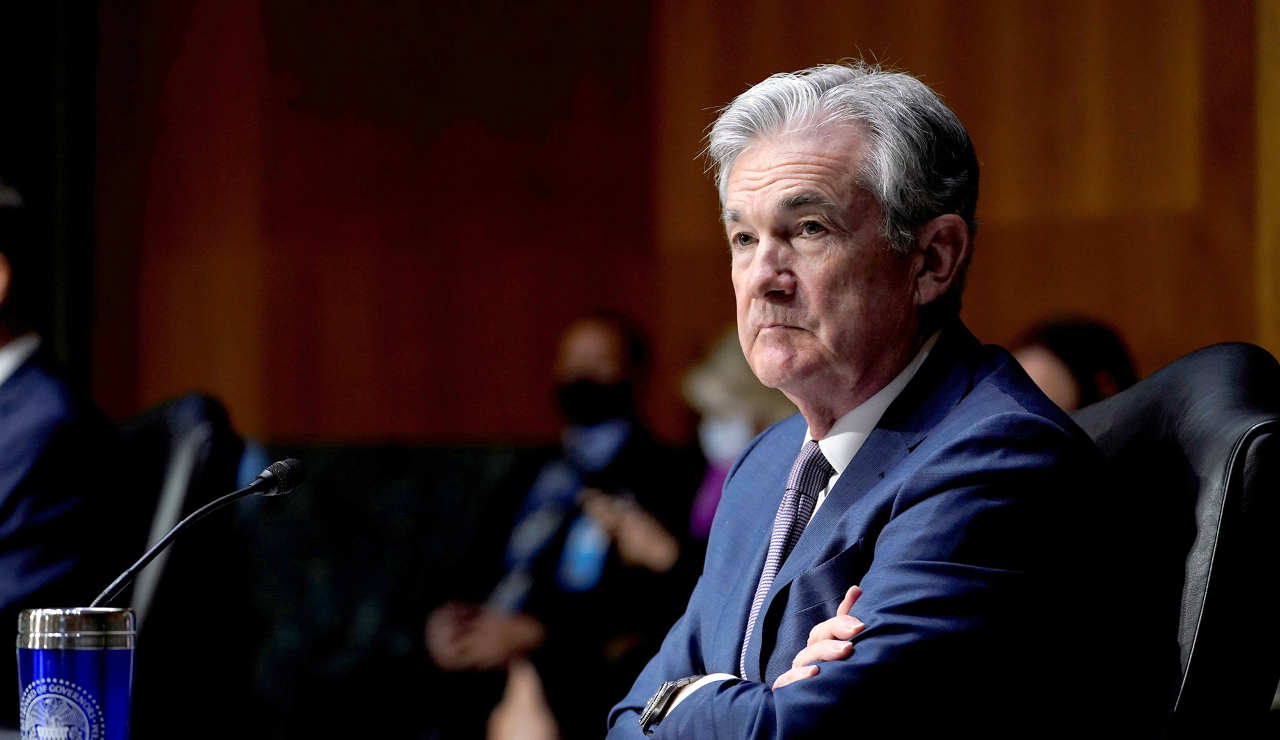 Powell: Fed podría comenzar a disminuir programa de compra de activos