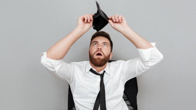 Los gastadores compulsivos y derrochadores son personas con malas personalidades financieras