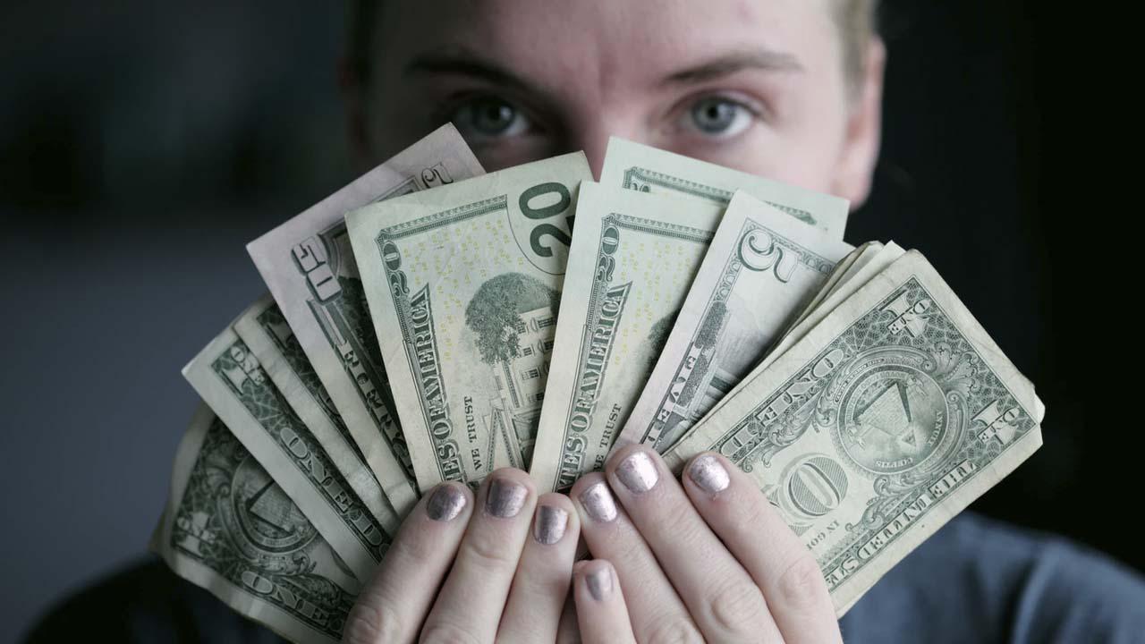 La cotización dólar inicia con alzas