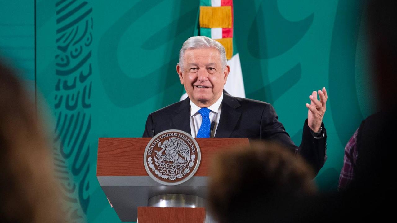 AMLO: UNAM se volvió individualista, defiende proyectos neoliberales
