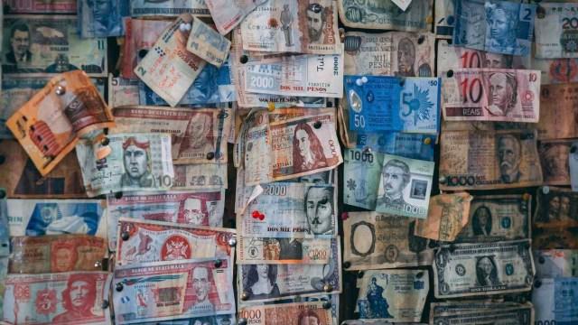 Los billetes muy devaluados tienen muchos ceros