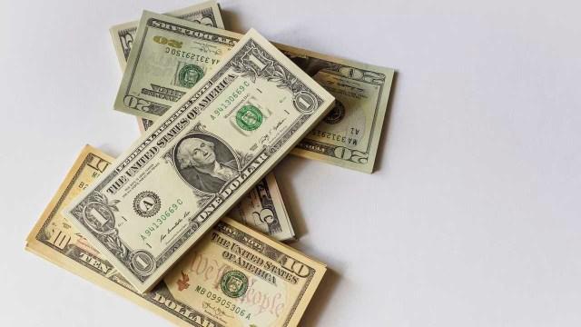 El precio del dólar cede