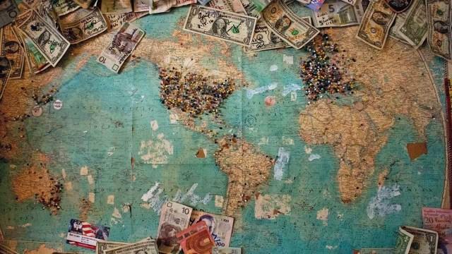 Se utilizan códigos para identificar las monedas del mundo