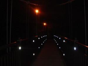 温泉への吊り橋