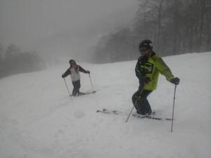 新雪に喜ぶメンバー