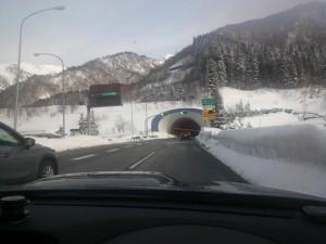 今朝は全面圧雪路面も乾燥路