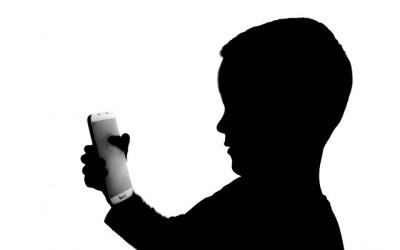 Jak technologiczni eksperci nadzorują korzystanie z telefonu przez swoje dzieci?