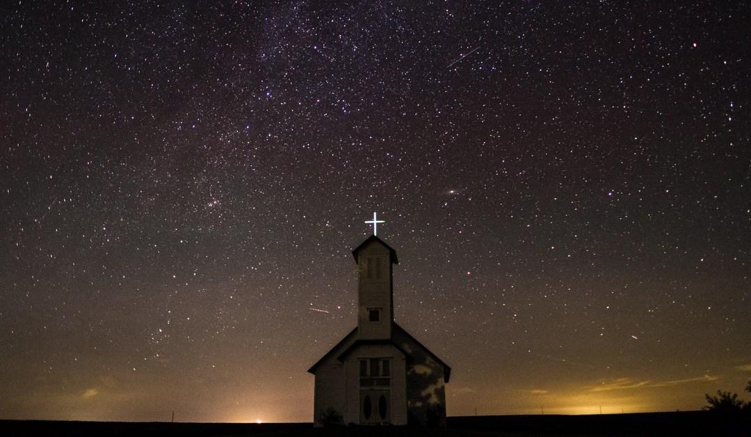 Pierwsza Komunia święta. Indywidualna czy grupowa? Porównanie