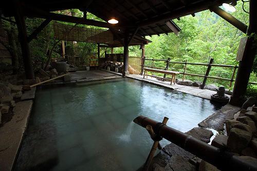 自然と溶け込んだ温泉の雰囲気が素晴らしいんです。