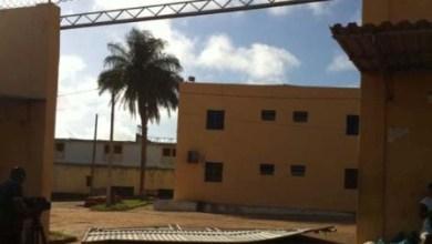 Foto de MA: Táxi derruba portão de penitenciária e resgata 9 presos em São Luís