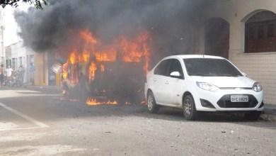 Foto de JUAZEIRO:  Topic pega fogo no Bairro Franciscanos; veja vídeo