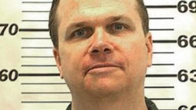 Foto de Justiça norte-americana nega pela 10ª vez liberdade condicional ao assassino de John Lennon; confira