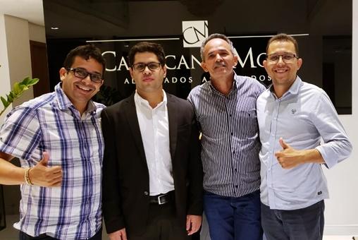 Da direita para a esquerda da tela: Moisés Filho (ex-secretario de esporte), o advogado Raphael Mota e os vereadores Beto Mitrado e Ubelardo Moura | Foto: reprodução rede social