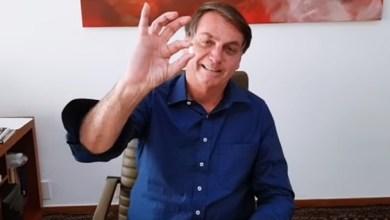 Foto de Bolsonaro disse que está bem e que deve vai fazer novo teste para a Covid-19 nesta terça-feira