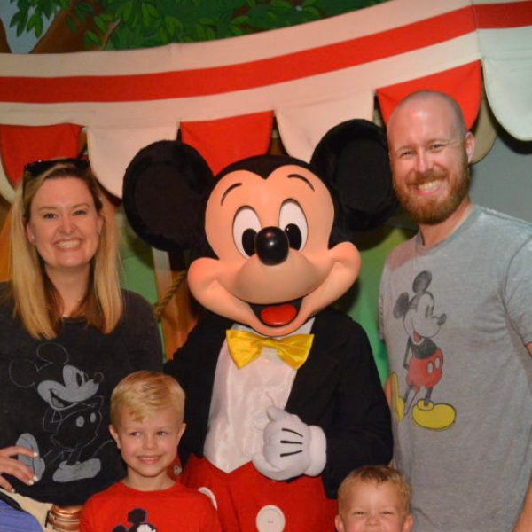 First Timers at Disneyland: 10 tips to survive | www.okayestmoms.com