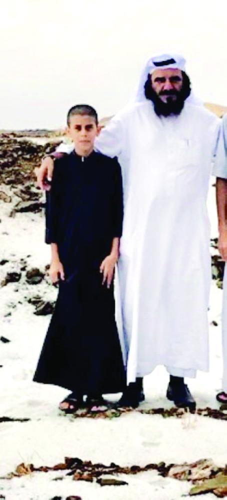 عبدالرحمن مع والده في ثلوج باللحمر.