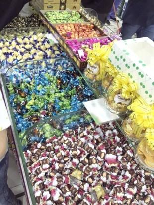 ما تكلفة فرحة العيد لمحلات الهدايا والحلويات المخالفة؟ – أخبار السعودية