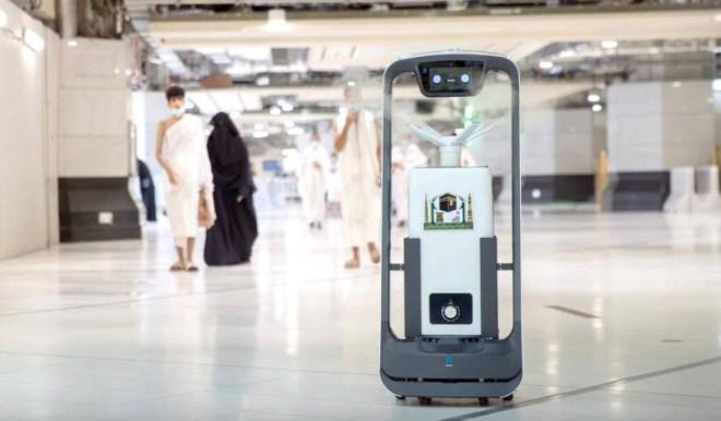 10 روبوتات مزودة بالإنذار المبكر تعقم الحرم المكي – أخبار السعودية