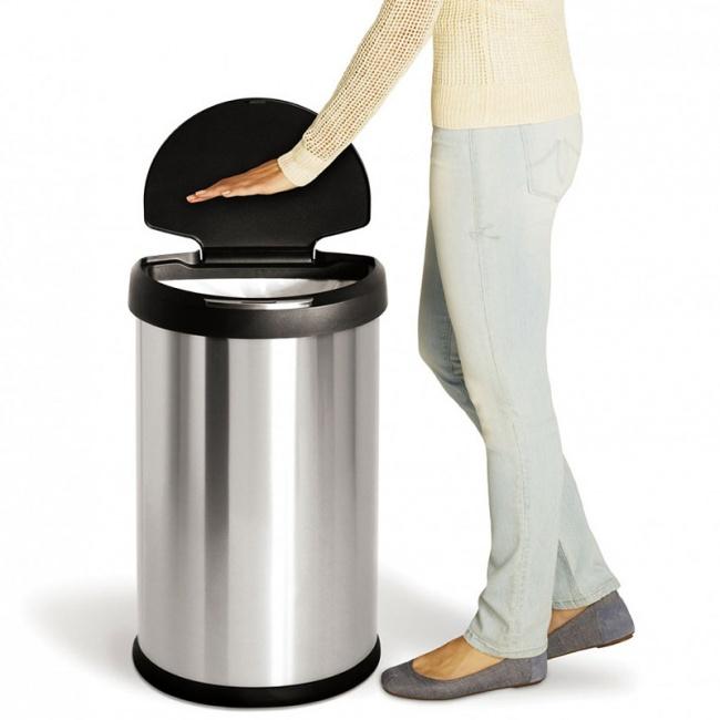 bote de basura que se abre cuando pasas una mano