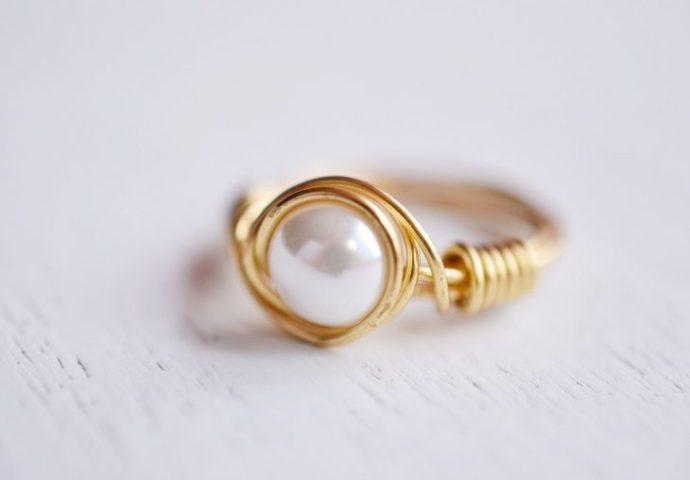 anillo minimalista con perla