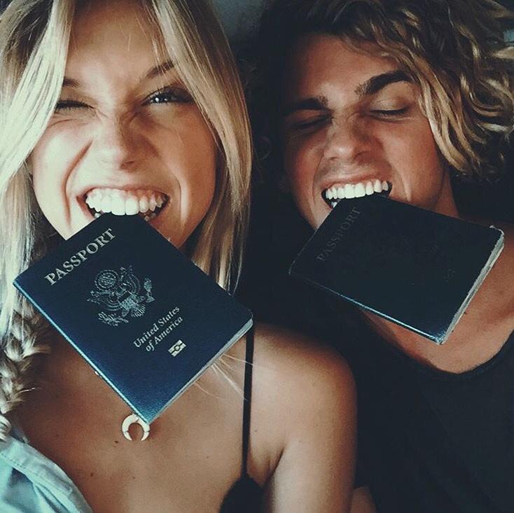 Resultado de imagen para parejas con pasaportes