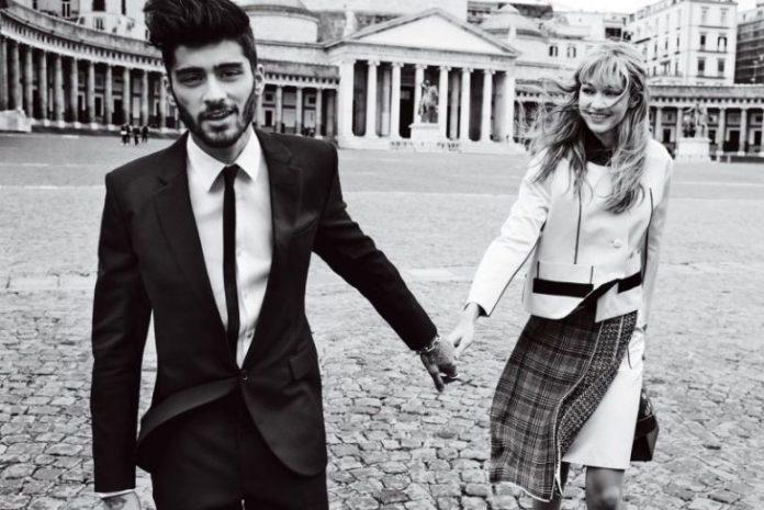 hombre con mujer de la mano sonríen en plaza