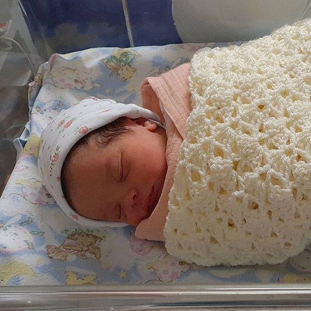 Bebé recién nacida; Compra esperma en Internet y se embaraza en casa con tutorial de YouTube