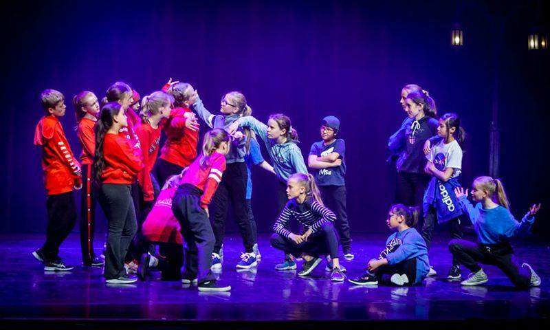 Vårt motto er at alle føtter kan danse. Norsk Ballettinstitutt har drevet ballettskole på Østlandet i over 18 år, og tilbyr dansekurs for barn og unge fra 3 år og […]