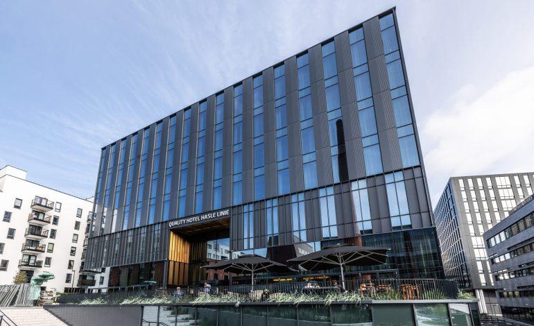 Se bildene av det nye hotellet