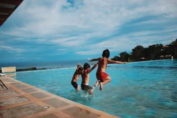 Comment équilibrer l'eau d'une piscine?
