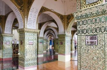 L'intérieur de la pagode de Mandalay Hill