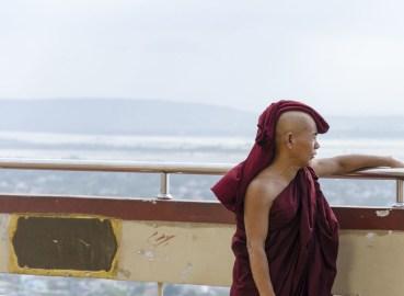 Moine sur Mandalay Hill