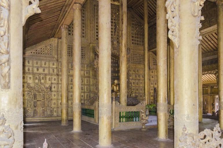 Intérieur de la pagode en teck