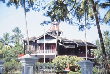 bâtisse de style birman (mon hôte y résidait)