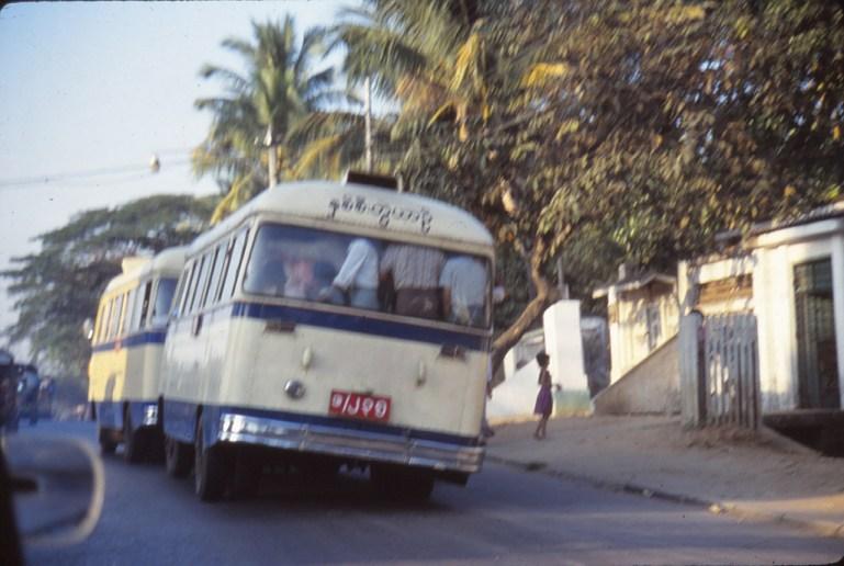 2 bus accrochés, par manque d'essence