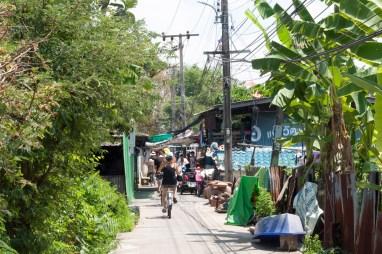Une ruelle paisible de Koh Kret